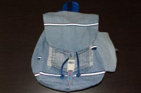 детский рюкзак из старых джинсов
