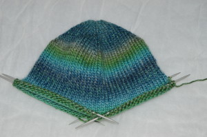 вяжем детскую шапку