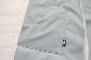 притачиваем карман для детского полукомбинезона