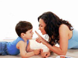 мама и ребенок общаются
