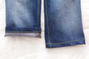 отстрачиваем низ детских джинс