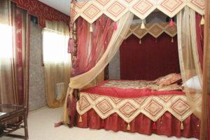 Индийский стиль в интерьере спальной-2