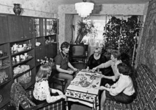 Советский стиль в интерьере гостиной-1