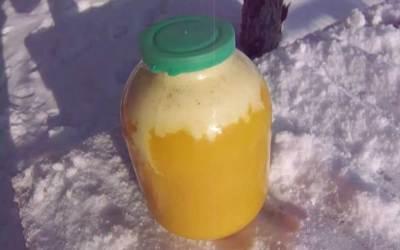 Бялата пяна на меда показва, че е натурален
