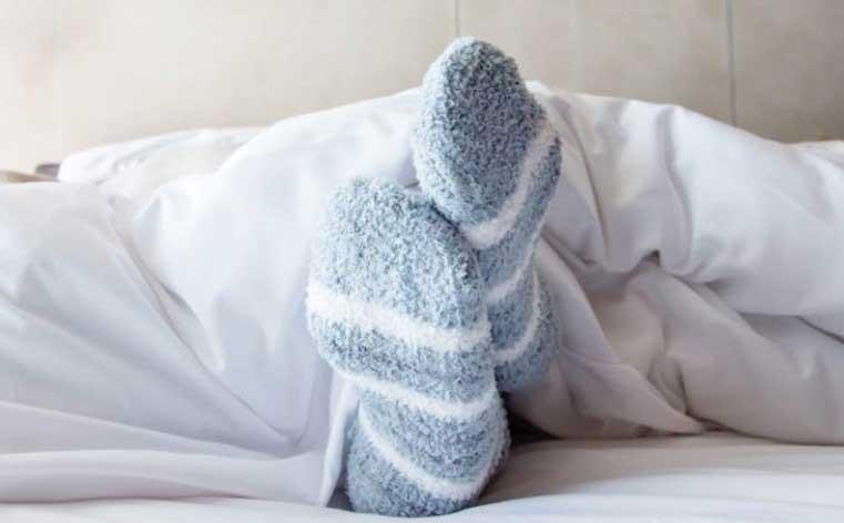 спането с чорапи