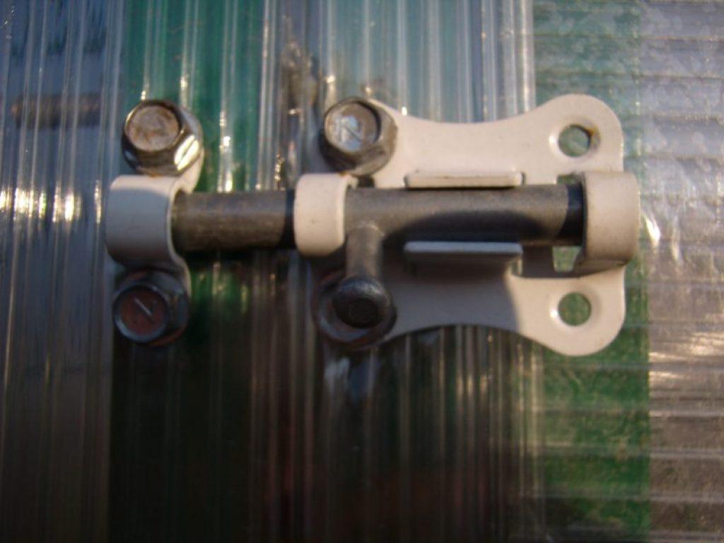 Засовы форточек и двери