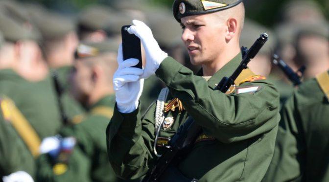 Новый закон: Военнослужащим ограничат доступ к интернету