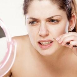 Почему выщипывать волоски из носа очень опасно