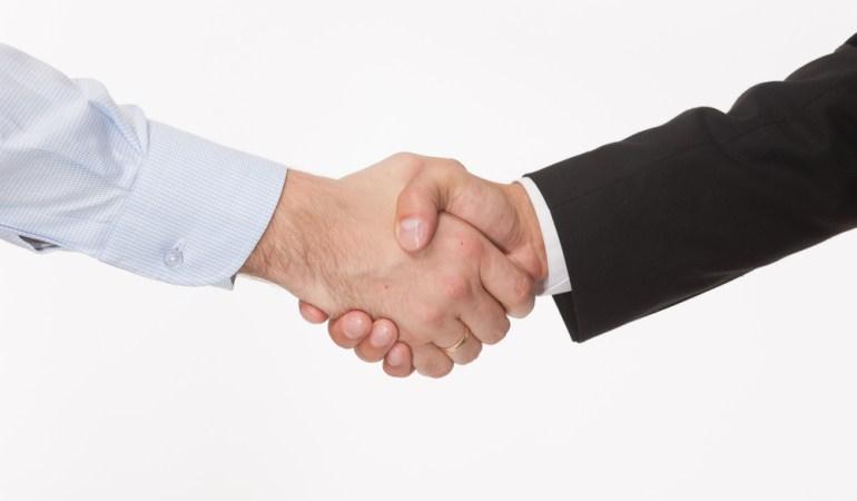 История появления рукопожатия при встрече мужчин