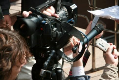Журналісти усіх родов військ застигли у очікуванні