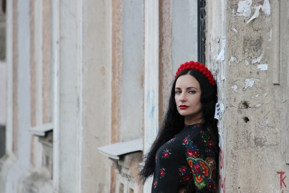 Вікторія Гранецька пише про речі і ситуації, які знайомі нам, українцям. Фото: granetska.net.ua