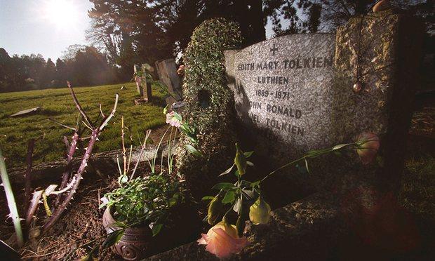 Могила подружжя Толкінів. Фото: Graham Barclay, The Guardian