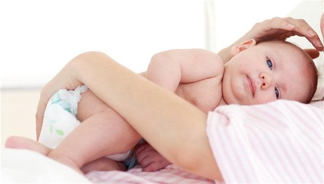 Теплая пеленка при коликах у новорожденных. Виды и правила применения грелок от колик для новорожденных