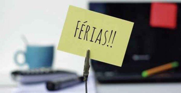 O trabalhador adquire direito a férias após cada período de 12 meses (período aquisitivo) de vigência do contrato de trabalho