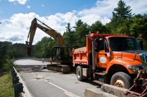VTrans workers rebuilding a bridge on Route 100 between Moretown and Middlesex. VTD/Josh Larkin
