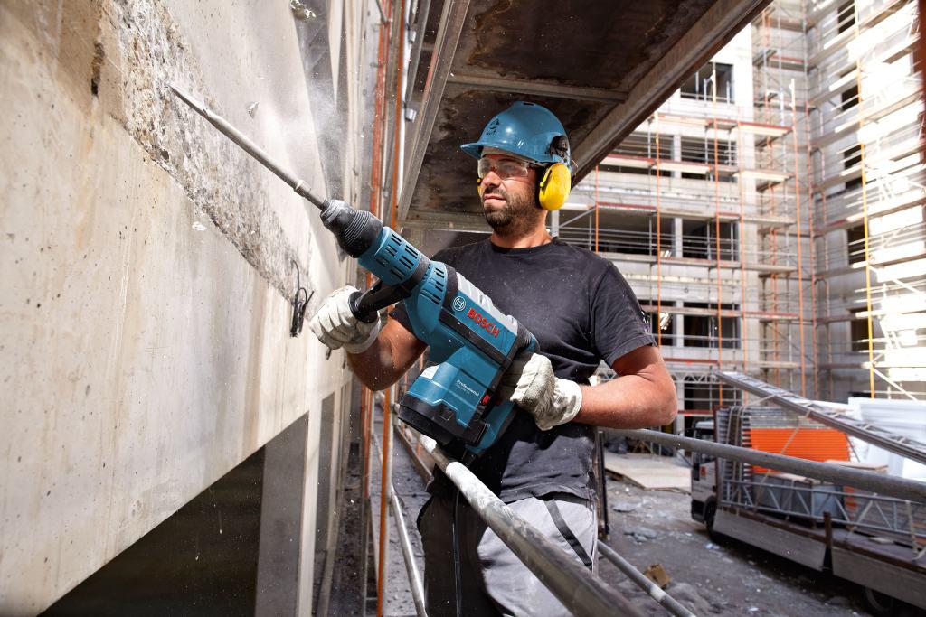 Комплексные услуги компании АгроМетСтрой  по договорным ценам.  Демонтаж, разрушение, снос, долбление  бетонных стройконструкций