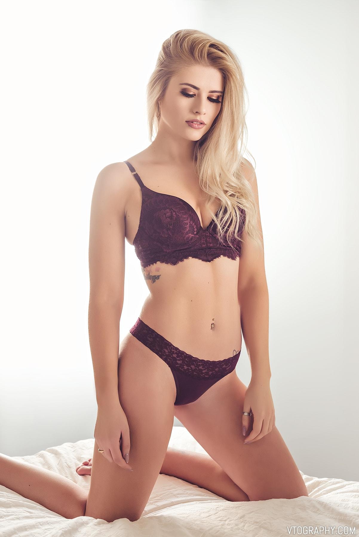 Sami in lingerie from La Senza