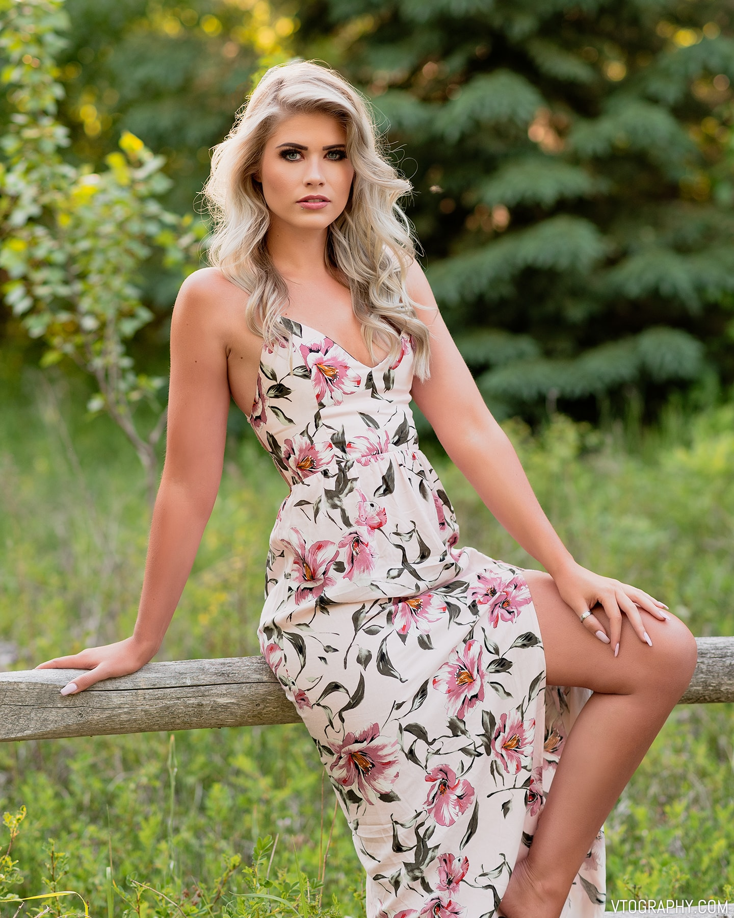 Sami wears a Forever 21 Canada Surplice Floral Dress (Summer 2018)