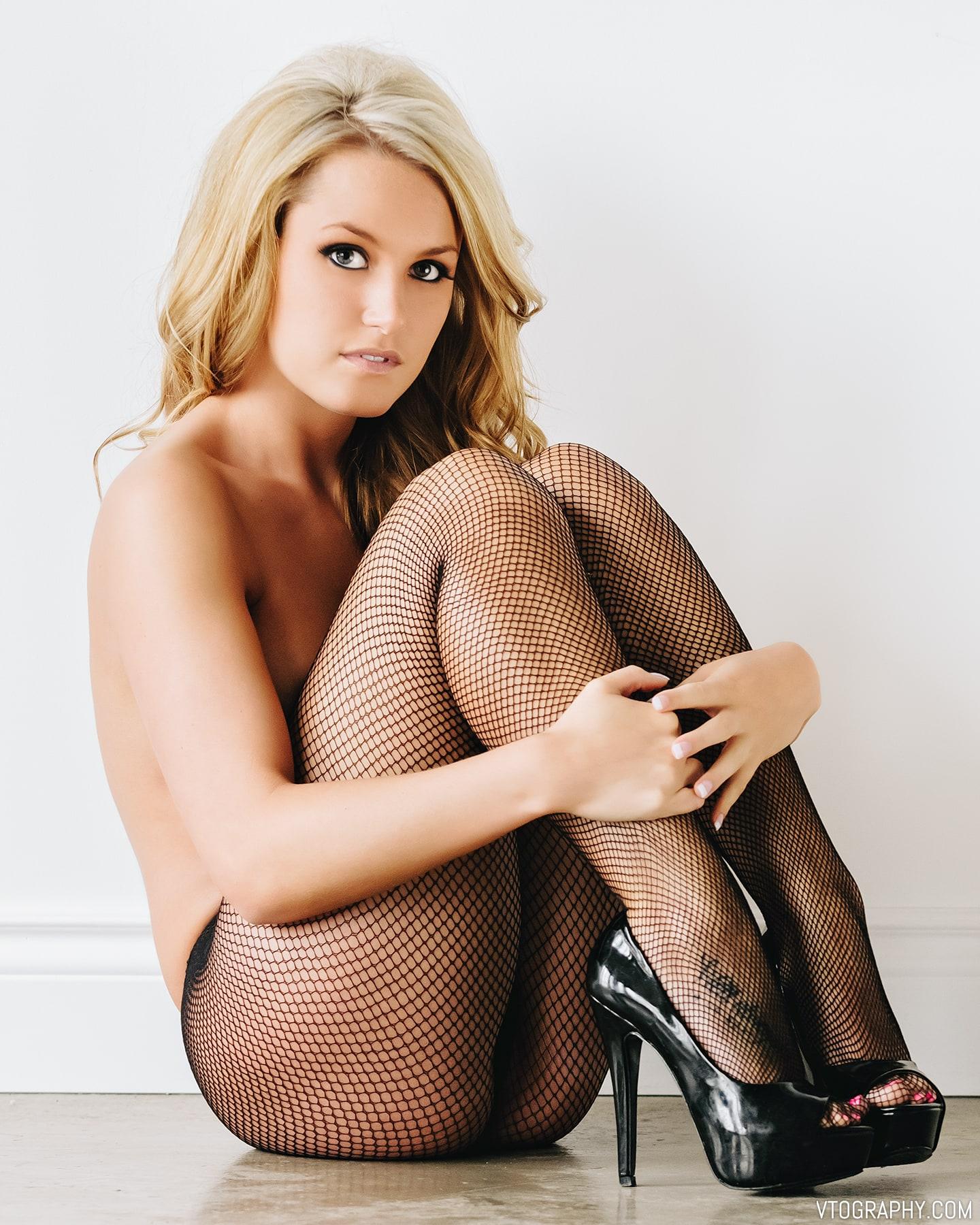Samantha Christine Nude Studio Photo Shoot