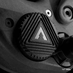 Le moteur Forestal Eon Drive pèse 1,95kg et est annoncé libre de frottement de la transmission une fois désengagé. Il offre aussi un Q-Factor de 170mm, donc très proche de ce que l'on retrouve sur les VTT classiques. La batterie intégrée est annoncée à 1,8kg et sa technologie l'épargnerait de l'effet de mémoire et de cycle dont souffrent les actuelles batteries Li-Ion. Un Range Extender de 350Wh se fixe en lieu et place sur porte-gourde, dont nous aurons plus d'informations bientôt.