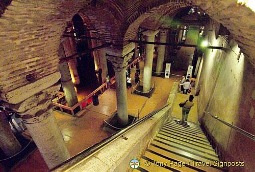 cung điện dưới nước Yerebatan cistern - joymark travel - turkey - thổ nhĩ kỳ