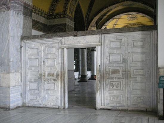 cửa đá cẩm thạch trong bảo tàng hagia sophia