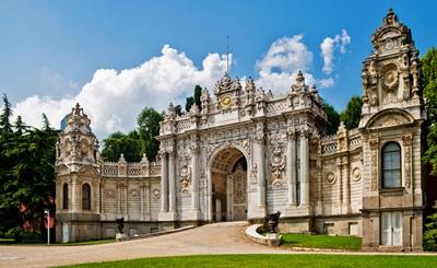 cổng vào cung điện dolmabahce