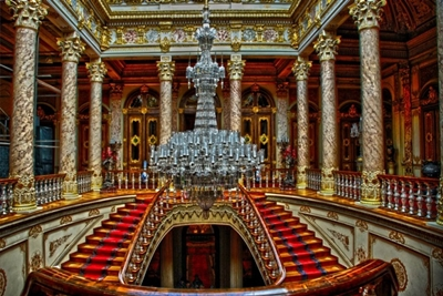 đèn chùm trong cung điện Dolmabahce