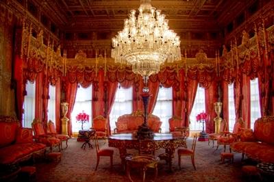 phòng đỏ trong cung điện dolmabahce