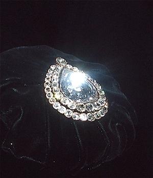 viên-kim-cương-spoonmaker-diamond-trong-cung-điên-topkapi