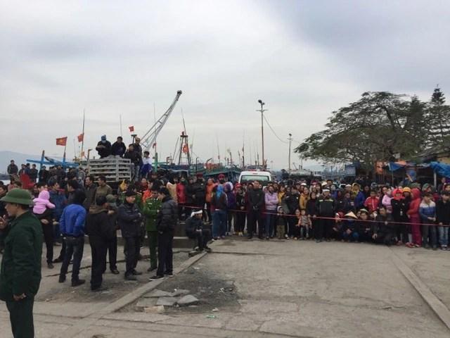 Tìm thấy 1 trong 8 ngư dân mất tích trong vụ chìm thuyền ở Thanh Hóa - Ảnh 1.