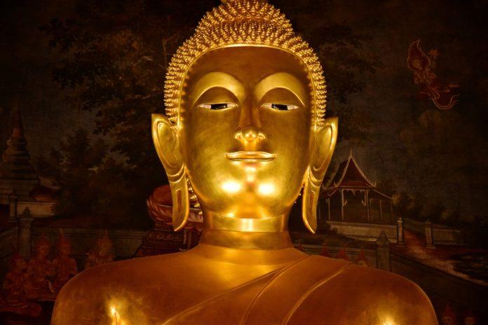 A statue of a golden buddha.