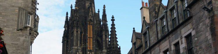 Edimburgo-vuelta-al-mundo-en-moto-vicente-y-fernanda-03