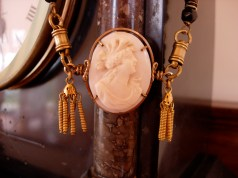 Cameo and tassels necklace