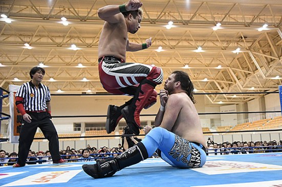 Chase Owens meets Yoshi Hashi's knees