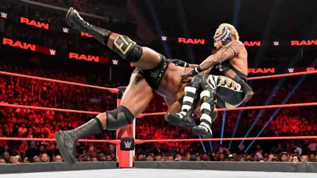 Bobby Lashley spears Rey Mysterio