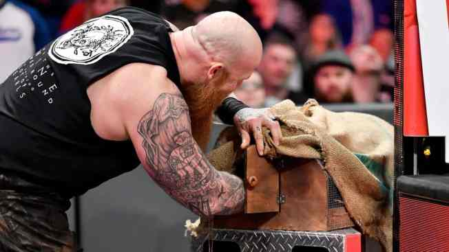 Erick Rowan with his hand in the cage