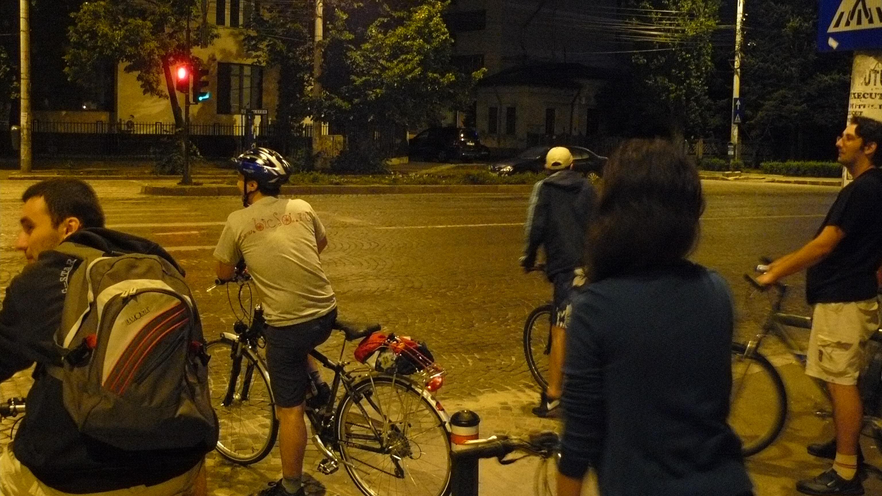 Ciclopromenada nocturna la final