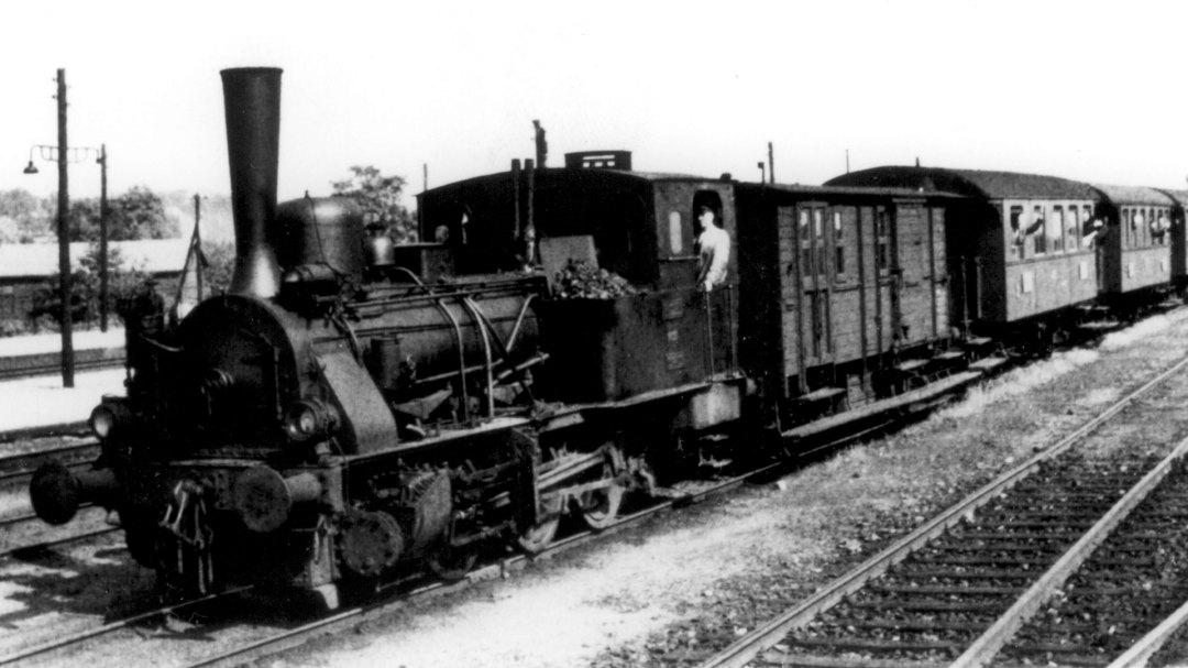 Bergedorf Geesthachter Eisenbahn Ankunft eines Zuges im Bahnhof Bergedorf-Süd