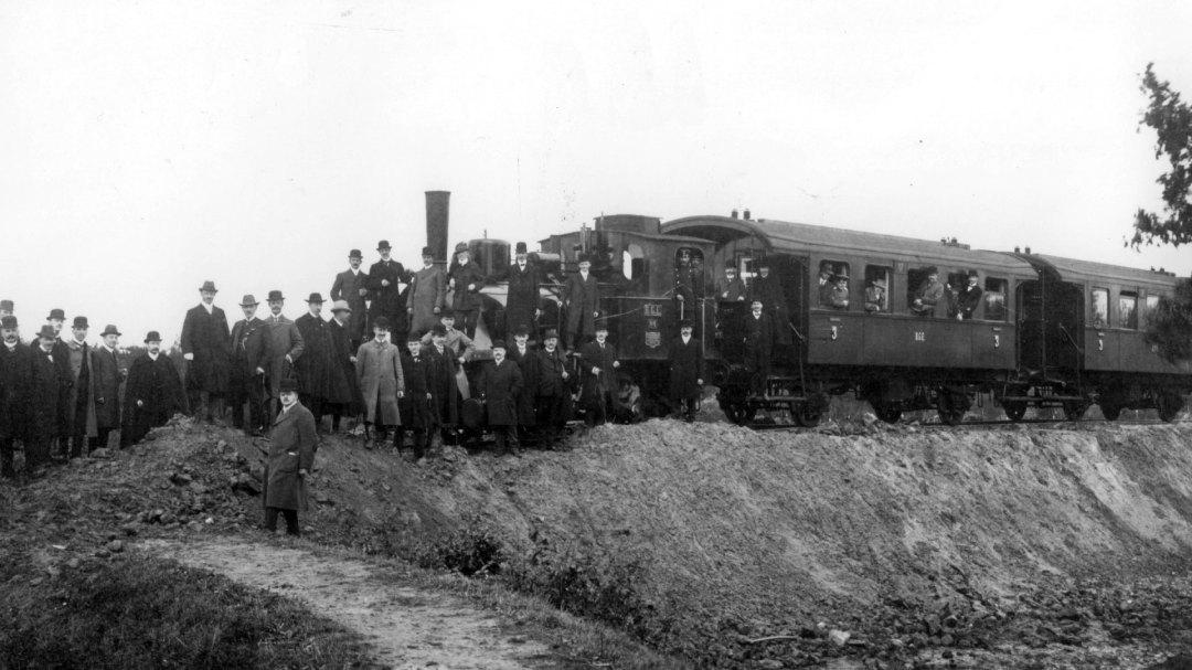 """Der erste Personenzug in Vierlanden! Sonderfahrt des """"Technischen Vereins Bergedorf und Umgebung"""" am 8. Oktober 1911"""