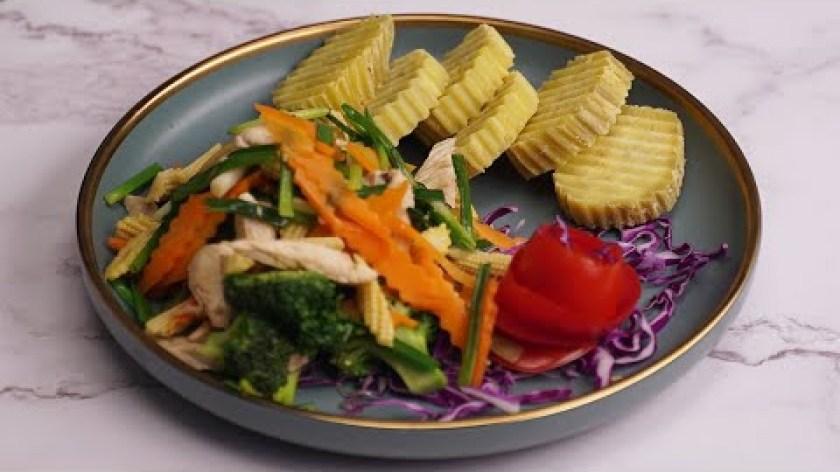 hướng dẫn luộc khoai lang - Thực đơn EAT CLEAN: KHOAI LANG LUỘC - ỨC GÀ XÀO RAU CỦ cho người giảm cân.
