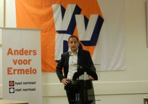 Lijsttrekker Yuri Visser tijdens de ledenvergadering