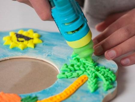 Kreativni-set-Doh-Vinci-Barvna-masa-in-telefonsko-stojalo-medvedek1