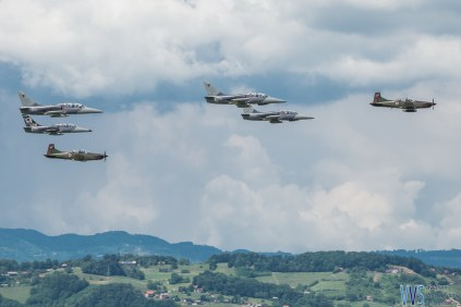 Mixed formation of 2 Slovenian PC-9M Swifts and 4 Slovak L-39 Albatroses.