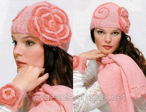 шапка спицами с вязаным цветком