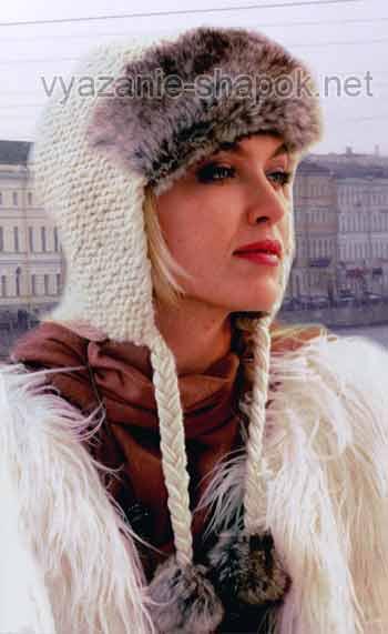 вязаная шапка с мехом и помпонами
