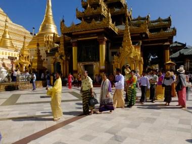 A ritual at Schwedagon Pagoda   © Vylyst