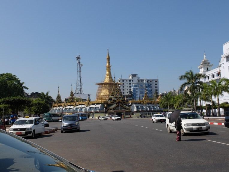 A street in Yangon   © Vylyst