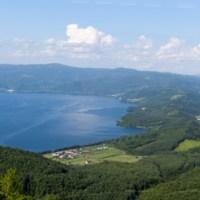 Sur les rives du lac Toya