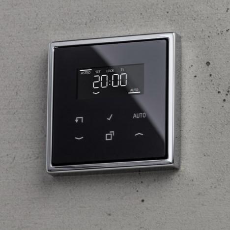 JUNG Termostat s displayem